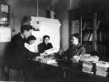 Заведующая абониментом районной библиотеки О.В. Киргизова обслуживает читателей 1935 год